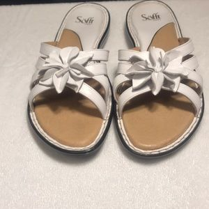 LN Women's Size 12m, White leather sandal slide